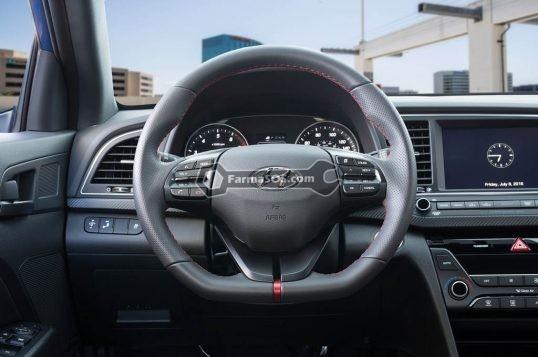 2017 Hyundai Elantra Sport steering wheel 538x357 نکاتی درباره ی هیوندای النترا اسپرت 2017